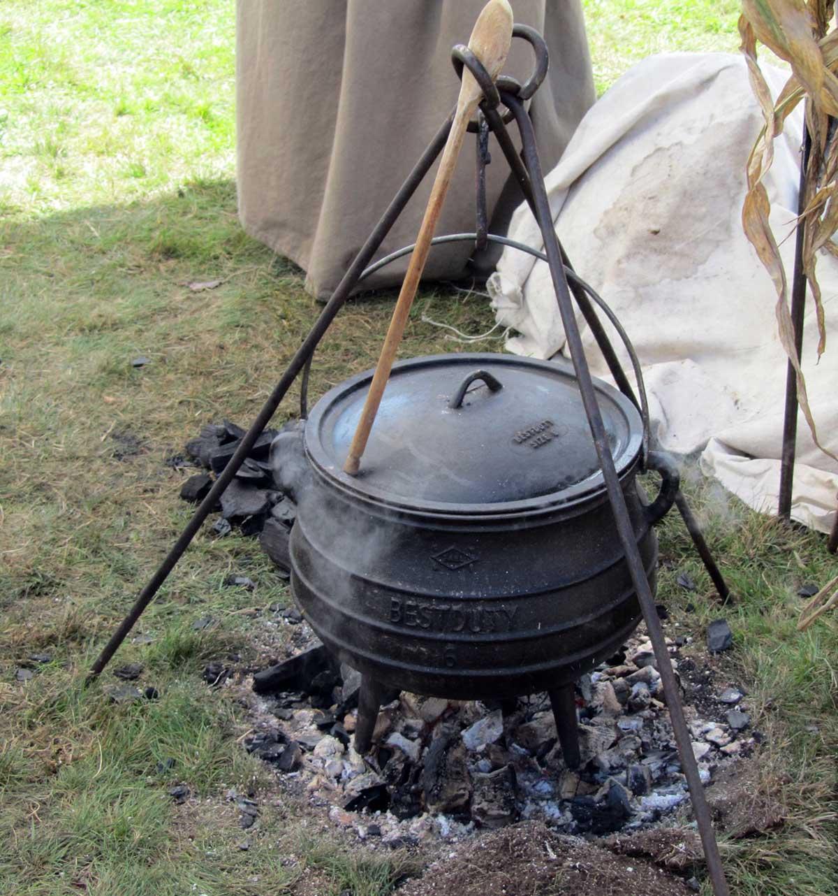 Dutch Oven am Gestell