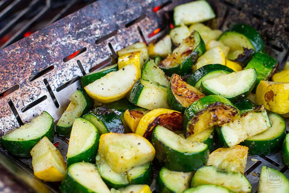 Gemüse im Grillkorb